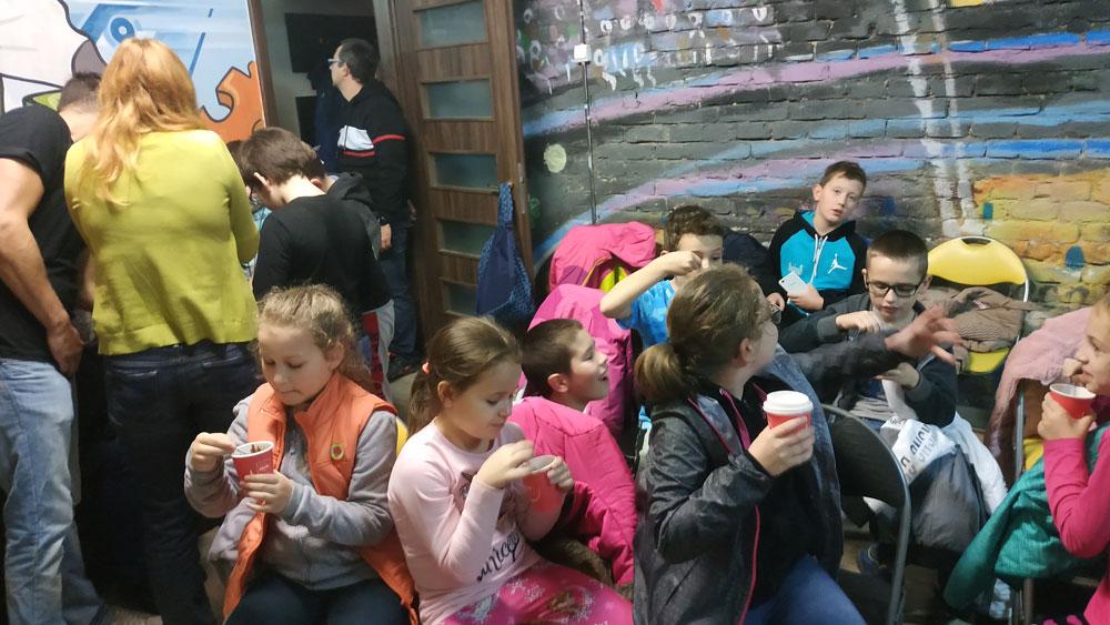 Izgalmas osztálykirándulás kincskereső játékkal és forró csokizással