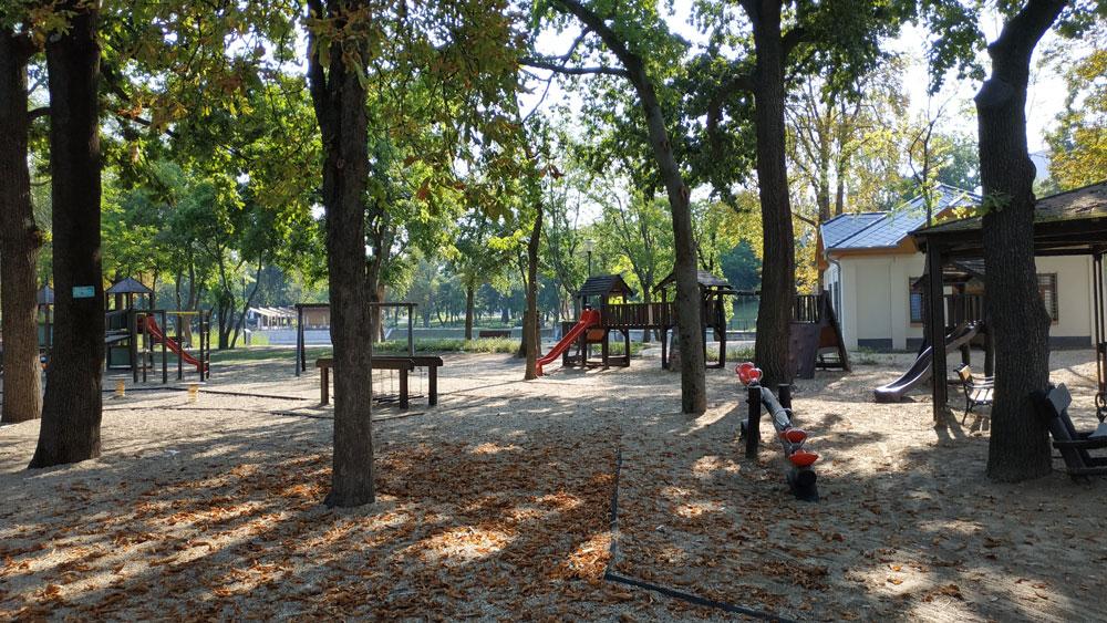 Jól felszerelt árnyas játszóterek az Orczy parkban