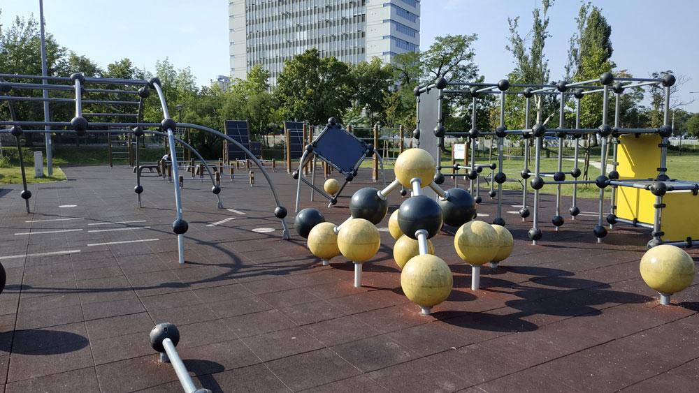 Szabadtéri kondipark az Orczy Parkban